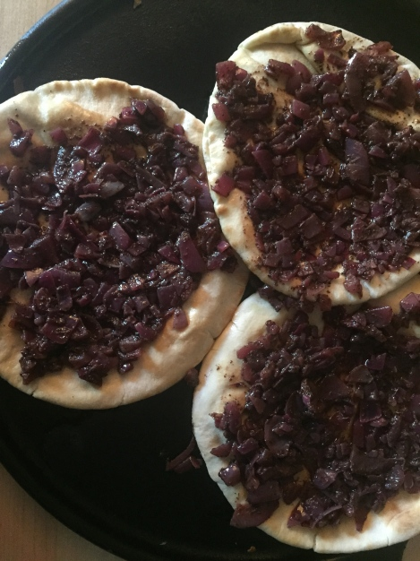 Pita bread with red onions